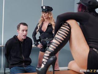 Порно ролики заставила лизать пизду