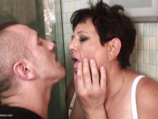 Порно бабушка и парень