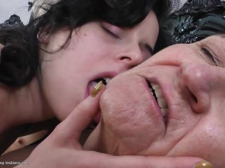 Порно видео зрелые кончают