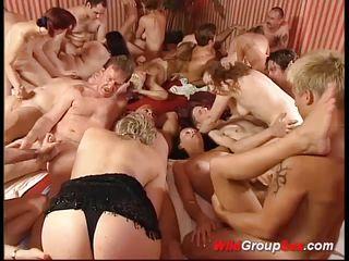 Жесткий публичный секс