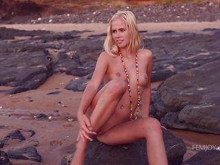 Красивые девушки красиво онанируют парням порно